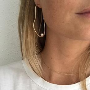 Super smukke øreringe.  Ikke ægte guld.