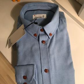 Project skjorte. Str L. Ikke pakket ud.