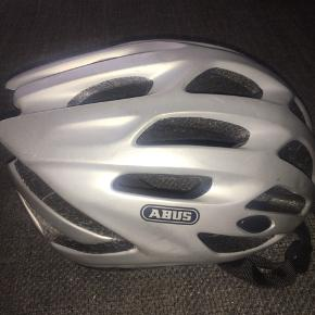 Cykelhjelm grå abus kan justeres i størrelsen s m L