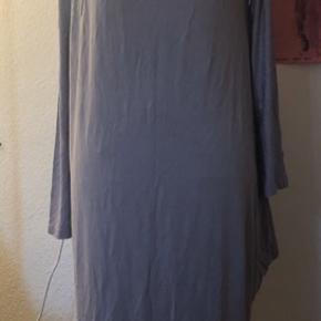 Ny sommerkjole med cold sholder og speciel snit i hver deres side  Super flot str M/L    L3  #30dayssellout