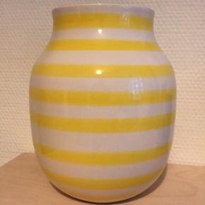 Vasen er udgået, så den kan ikke købes i butikkerne længere. I rigtig fin stand, fejler ingenting. Bud fra 200 modtages.