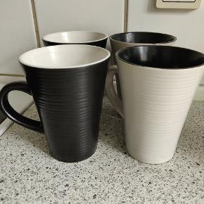 To sorte og to hvide kopper. Er kun brugt få gange og er derfor som nye :)