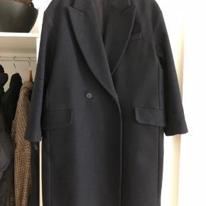 Fin frakke, som bare hænger i skabet :)