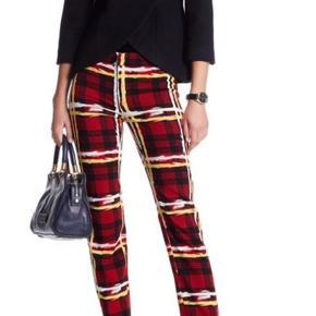 Super cool bukser, som altid er brugt. De har stadig prismærke og nyprisen var €490 (ca. 3.650 kr.).