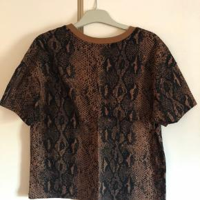 Super smart bluse fra Only i str M.  Jeg har dem i L også og der er ikke meget forskel.