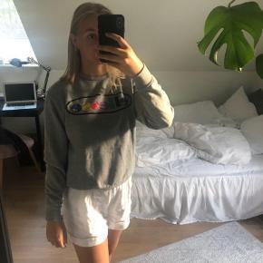 Super fed sweatshirt fra Ellese, i god stand! Str Medium men ses på en Small. Byd  #Secondchancesummer