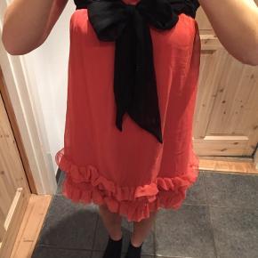 Så fin kjole der aldrig er brugt. Normal i størrelsen