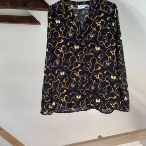 Fineste skjorte fra Saint Tropez! Får den ikke brugt.. Den fejler intet💛