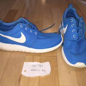 Nike Roshe Run i blå Brugt et par gange  Kom med bud