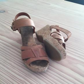 Smukke sandaler med korksåler.