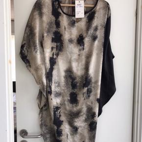 Moondust kjole