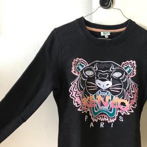 Fin sweatshirt fra Kenzo i str. Small. Fremstår som helt ny, har været brugt 1-2 gange. Byd gerne 😊