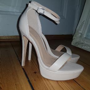 New Boohoo Heels never worn 💕