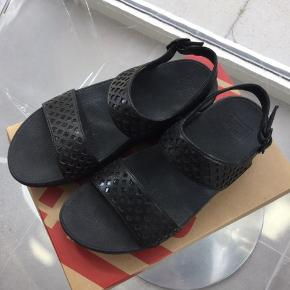 Næsten nye sandaler, sælges for halv pris af nyprisen. Det er ægte læder.