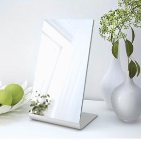 2 stk Bordspejl, 22x39 cm. Sælges samlet. Står som nye i standen. Afhentning i Valby.