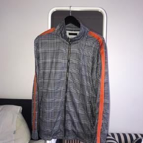 Sælger denne Liqour N Poker jakke  Brugt en enkelt gang, og nypris var 450,-