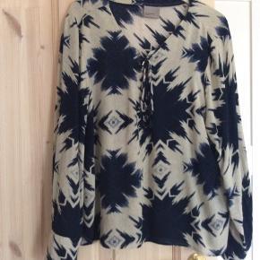 Flot kort tunika i batik mønster