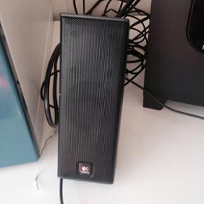 3 højtaler brugt ind i mellem og fungere perfekt som det skal. Den stor mål er  D 22cm H 22cm B 16