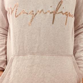 Casual hoodie til afslapning eller dresset up under en habit