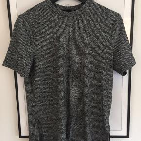 Fin gråmeleret ribstrik t shirt fra VILA! BYD! Aldrig brugt!