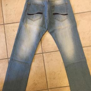 """Varetype: Jeans Størrelse: 32/32"""" Farve: Denim Oprindelig købspris: 800 kr.  Super fede jeans fra Solid i model Goodwin, farve 9080, Loose Fit. Ved TS handel kommer gebyrer oveni :)"""