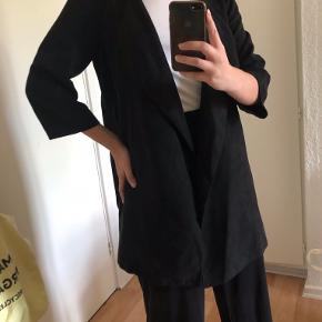 Blazer-agtig jakke i imiteret ruskind <3  - semi-lang, fin stand