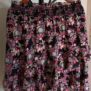 Nederdelen er kun prøvet på. Odd Molly str 2, svarer til str 38-40. Er købt i Magasin.