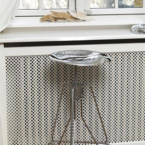 Fine barstole fra DULTON. Fremstår i virkelig pæn stand- gode men brugte.  1000,- for begge  Kan afhentes i Jylland