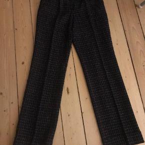 Varetype: Ternede uld bukser Farve: Sort, Pink, Hvid Prisen angivet er inklusiv forsendelse.