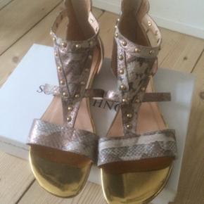 Behagelige sandaler fra Sofie Schnoor jeg bare ikke får brugt. Kun brugt 1 gang.  Nypris var ca 1000,-