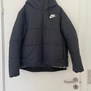 Sælger denne lækre jakke, den er brugt få gange, så derfor den sælges