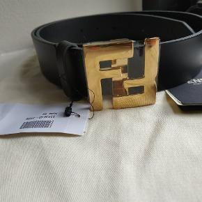Fendi 3.5cm Black Leather belt Med alt Str90