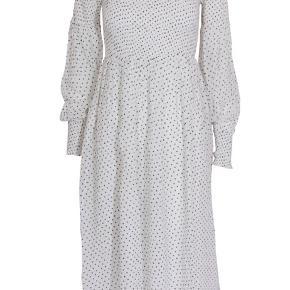 Fin prikket kjole fra Ganni.