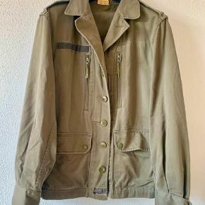 Overvejer at sælge min army jakke fra Urban Str S men en smule oversize  #30dayssellout