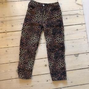 Leopard jeans brugt 2 gange.