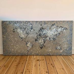 Smukt lærreds billede med verdenskort motiv.  Måler 70x140 cm.  Ingen tegn på brug.  Nypris var mellem 1500 og 2000 kr.  Kan afhentes på Frederiksberg (eller alternativt i Fredensborg).