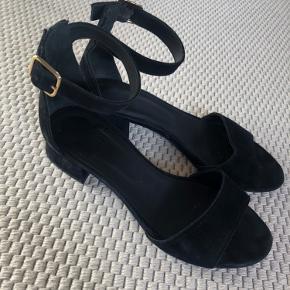 Super fine billi bi sandaler med hæl. Brugt 2 gange velholdte