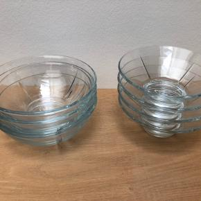 8 skåle samlet 150 kr.