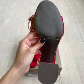 Aldrig brugte billi bi sandaler/ stiletter i flot rød