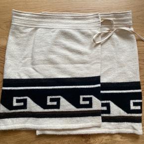 Rigtig fin uld nederdel fra Isabel Marant i str.42.  Er købt herinde, men er desværre for stor :(   Den er wrap, så passer flere størrelser. Str.40 og 42.   Brugt en håndfuld gange, uden pletter osv.
