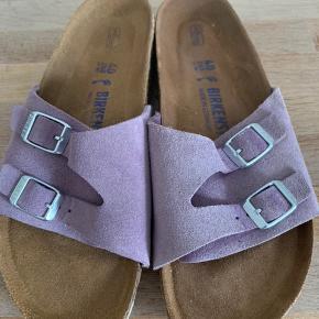 Flotte Birkenstock sandaler sælges  Model Vadus med blød fodseng.  Str 40  Nypris kr 850 Brugt max 8-9 gange Afhentes i Slagelse eller sendes på købers regning med DAO Slået op flere gange