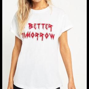 Sælger min t-shirt fra gestuz 💖 A better tomorrow er skriften.