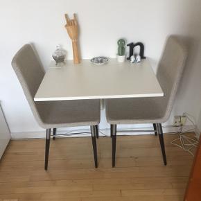 Preben IKEA stole. Sælges ikke længere i IKEA. Nypris 699,- per styk. Begge sælges for 600,- i alt. Fejler intet, og man sidder skønt i dem.