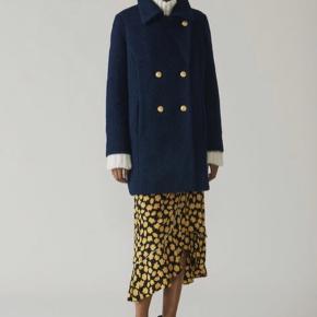 Fineste frakke fra Ganni. Brugt nogle gange, så pæn stand. Str 40, passer fint en mindre str loosefit.  Mindstepris er 1200pp og fragt er gratis via ts i februar🤗
