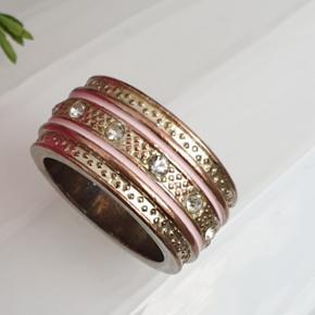 One direction ring, str 55 = 17,6 mm, pæn udvendig men slid indvendig Gratis hvis man køber noget andet hos mig for mindst 35 kr. Ellers er prisen 10 kr. plus porto :)