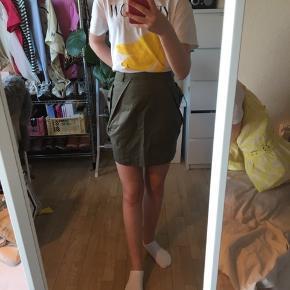 SNOB NEDERDEL💚 Fin nederdel med lommer Jeg er 1.60 høj😊