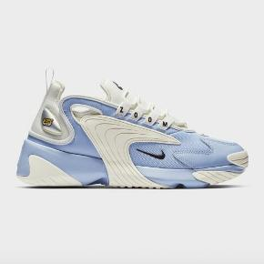Nike Zoom 2k sneakers i str 40 PASSER EN STR 39. Købt på trendsales men er for små til mig. De er i rigtig flot stand, som det ses på billederne.