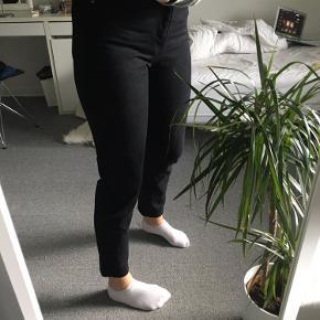 DR. DENIM NORA jeans str. 27/32. Brugt max 5 gange, fejler derfor intet! Sælges kun fordi de er blevet for små. 150kr