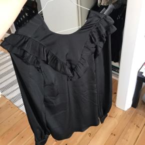 Super fin silkelignende trøje fra hm🕊 sendes med dao eller afhentes på min adresse 😀