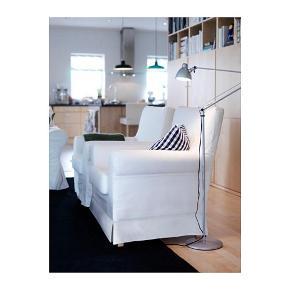 ANTIFONI Gulv-/læselampe, forniklet   Du kan nemt pege lyset i den ønskede retning, fordi lampens arm og hoved er indstillelige. Gi'r et koncentreret lys, der er godt at læse ved.  Designer IKEA of Sweden  Maks.:  6.3 W Højde:  165 cm Foddiameter:  24 cm Kabellængde:  2.5 m  Ny pris 299  Brugt, men i god stand, ridset
